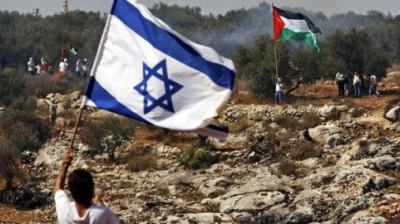 Drapeaux Israel Palestine face à face