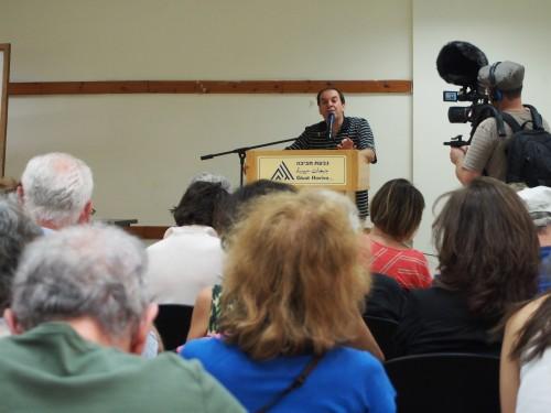 Yaniv Saggé, directeur de Givat Haviva, présente l'ensemble des activités du centre